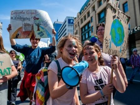 Nakon klimatskih štrajkova mladih, vrijeme je da se mladima dâ mjesto za stolom